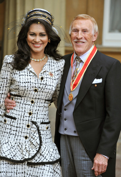 Sir Bruce Forsyth Knighted At Buckingham Palace [bruce forsyth,wilnelia,elizabeth ii,sir,tv presenter,fans,suit,outerwear,formal wear,tuxedo,event,blazer,buckingham palace,england,london,campaigning]