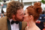 US actor TJ Miller (L) and his wife US actress Kate Gorney kiss as they arrive on May 18, 2017 for the screening of the film 'Wonderstruck' at the 70th edition of the Cannes Film Festival in Cannes, southern France.  / AFP PHOTO / Alberto PIZZOLI
