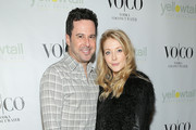 Actors Jonathan Silverman (L) and Jennifer Finnigan attend the Yellowtail Sunset Grand Opening on February 6, 2015 in West Hollywood, California.