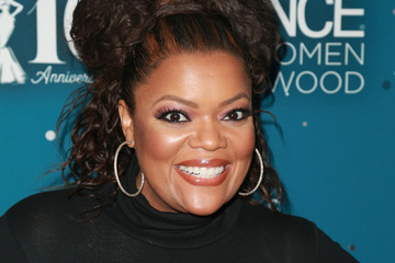 Yvette Nicole Brown Essence Black Women In Hollywood Awards - Red Carpet