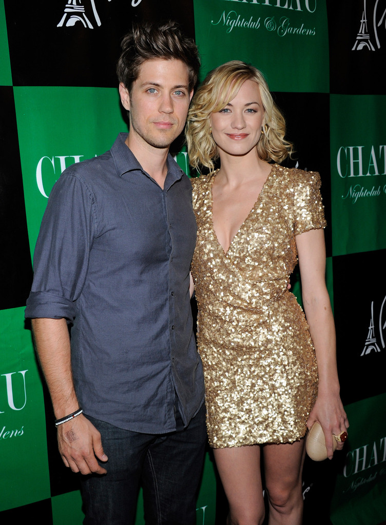 Yvonne strahovski is dating who