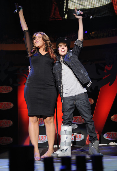 justin bieber 2009. and Justin Bieber perform