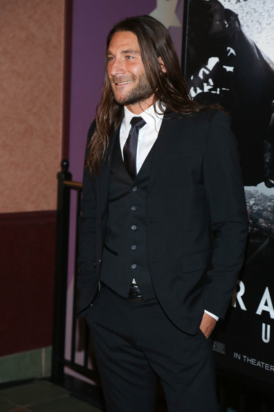 Zach McGowan Photos Photos - 'Dracula Untold' Premieres in ...