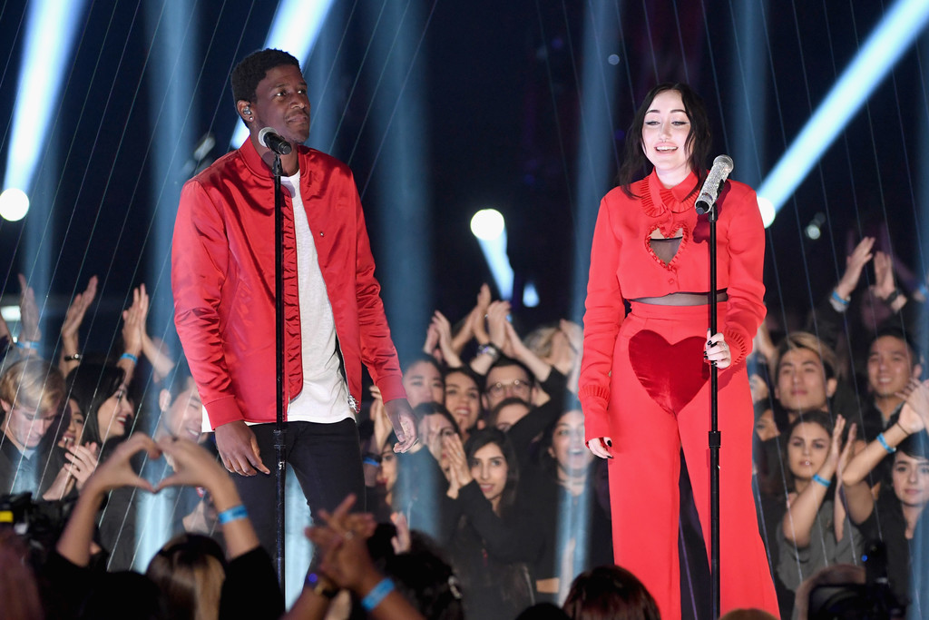 Miley Cyrus Went Full Soccer Mom for Little Sister Noah Cyrus' iHeartMusic Awards Performance
