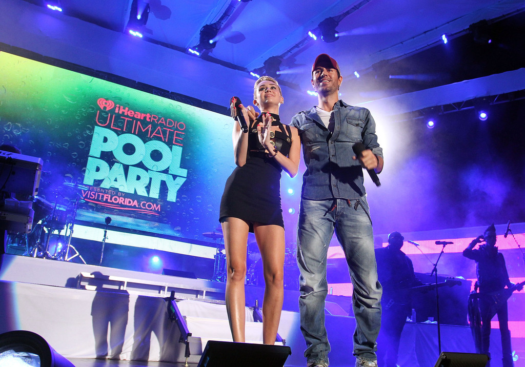 Enrique iglesias photos photos iheartradio ultimate pool for Ultimate pool show