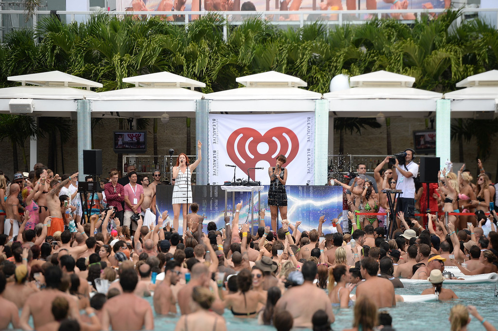 Aino jawo in iheartradio ultimate pool party presented by for Ultimate pool show