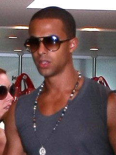 jls dating the saturdays Rochelle humes has become a top tv presenter and has had stints presenting tv shows like lorraine since she left the recording studio behind here's everything you need to know about the former the saturdays singer, who is the host of ninja warrier uk rochelle is a year-old singer and.