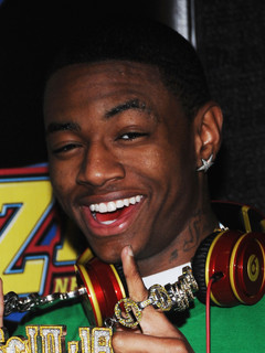 soulja boy dating history Kiss me thru the phone is a song co-written and recorded by hip hop artist soulja boy tellem the video shows soulja boy doing his daily routine, when his girlfriend misses him and calls him, and shoots a video read edit view history.