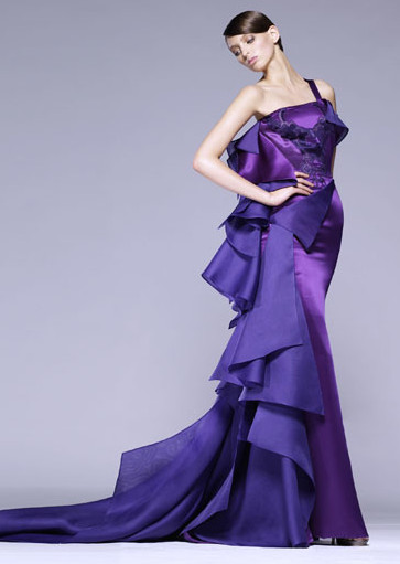 It might be very interesting to see Hathaway in another Atelier Versace gown