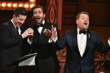 Watch Jake Gyllenhaal and Sean Hayes Sing 'A Whole New World' at the Tony Awards