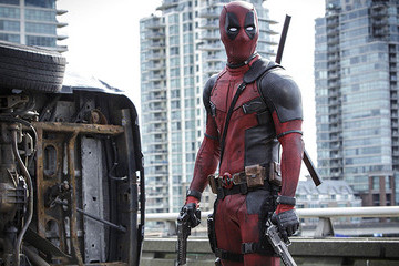 """'Deadpool' is the Edgy, R-Rated Superhero Movie """"Far Away from the Shiny X-Men World"""""""