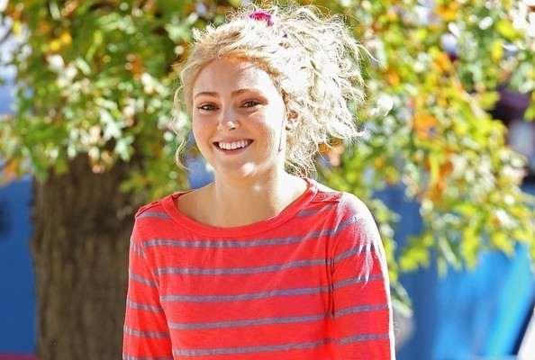 AnnaSophia Robb Wears Scrunchies IRL, Too
