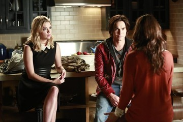 'Pretty Little Liars' Sneak Peek: 'The Mirror Has Three Faces'