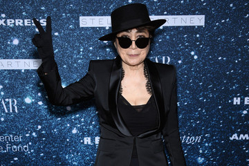Yoko Ono Writes Telling Tribute for David Bowie, Says He Was 'as Close as Family'