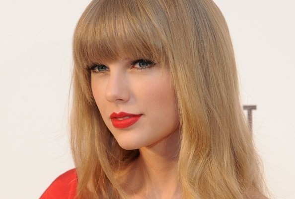 Look of the Day: Taylor Swift's Red Retro Dress