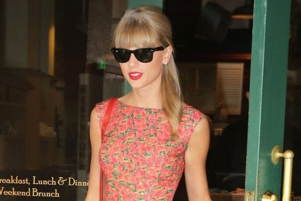 Dress Envy: Taylor Swift's Retro Floral Fit-and-Flare