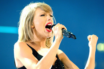 Taylor Swift Can Add 'Friendship Guru' to Her List of Talents after Writing This Sweet Message to a Fan