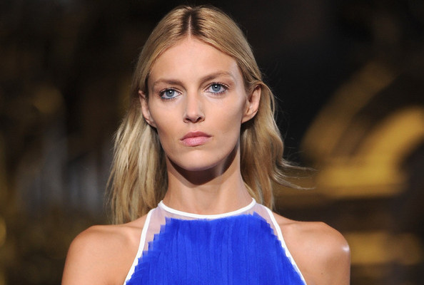 Dear Anja Rubik: Please Call Your Agency