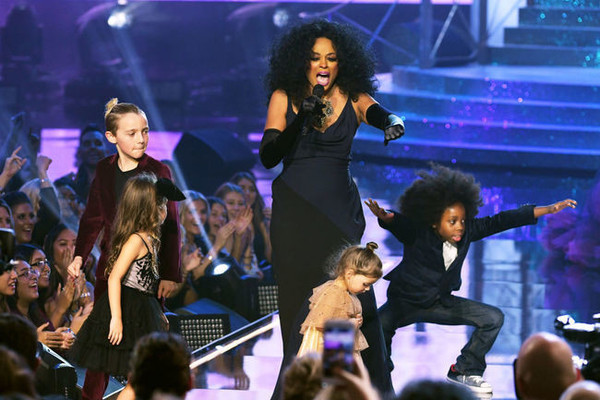 Diana Ross' Grandkids on Stage at the AMAs Is Exactly What You Need to See on a Monday Morning