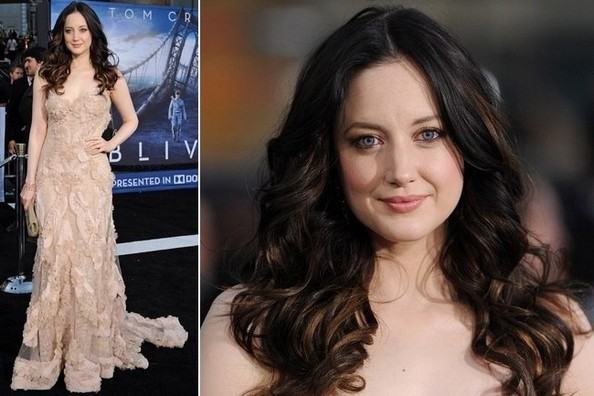 Andrea Riseborough's Ethereal Couture Gown