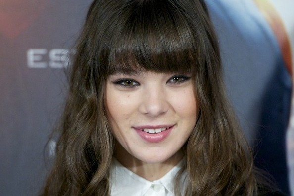 Hair Envy of the Day: Hailee Steinfeld's Windblown Curls