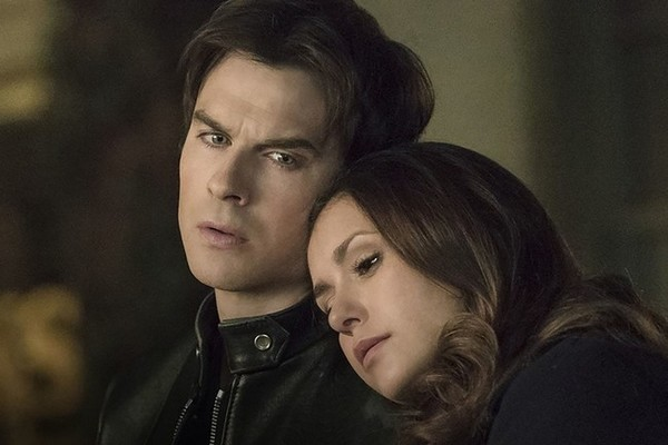 Start damon when does elena dating What Episode