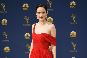 Rachel Brosnahan Wins The 2018 Emmy For 'The Marvelous Mrs. Maisel'