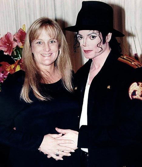 Michael jackson and debbie rowe wedding pictures