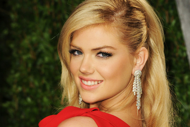 Kate Upton Channels Marilyn Monroe, Kim Kardashian Wears a Grill, and More!