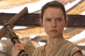 3 Theories That Could Explain Who Rey's Parents Are in 'Star Wars'