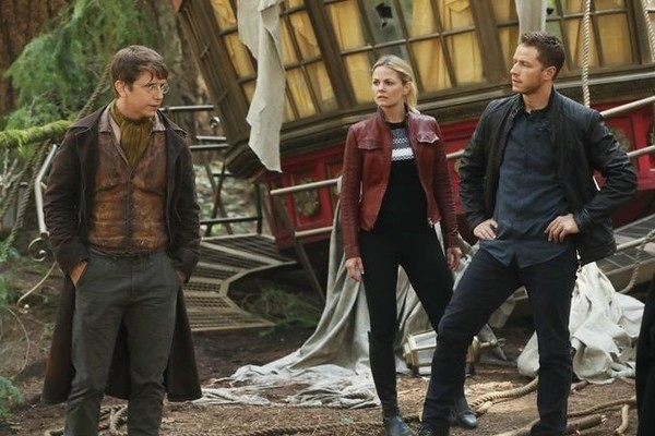 'Once Upon a Time' Heroes Explore a Crash Site in New Season 6 Photos