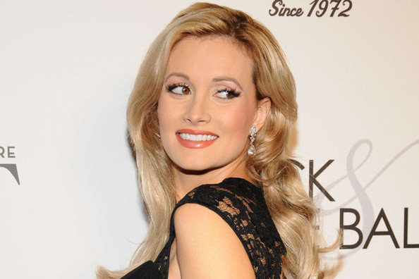 Wow, Holly Madison Isn't Blonde Anymore