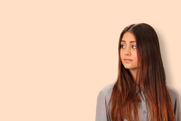 Zimbio Exclusive Video Premiere: Jasmine Thompson's 'Drop Your Guard'
