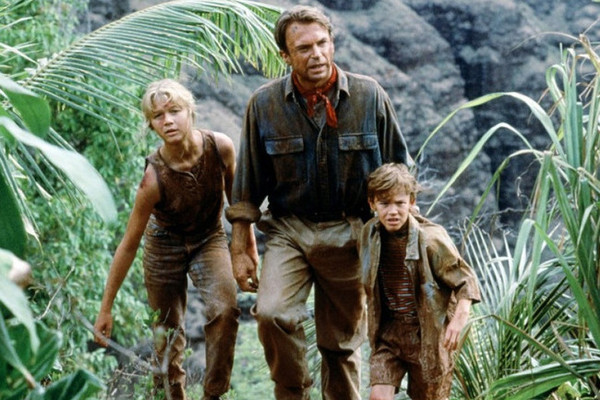 a summary of jurassic park Jurassic park is the story of a group of scientists, entrepreneurs, and others touring a soon-to-be-opened park where dinosaurs have been resurrected by genetic engineers.