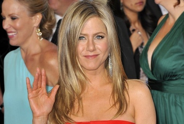 Jennifer Aniston Uses THIS Shampoo & Conditioner To Get Super-Shiny Hair
