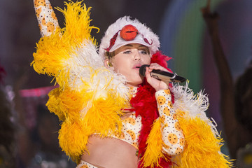 Miley Performs in Rio