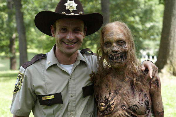 10 Gruesome, Hilarious 'Walking Dead' Easter Eggs