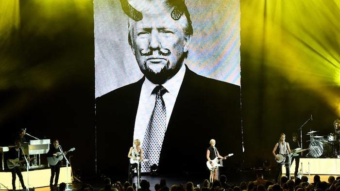 The Dixie Chicks Flash Photo of Donald Trump With Devil Horns During Cincinnati Concert