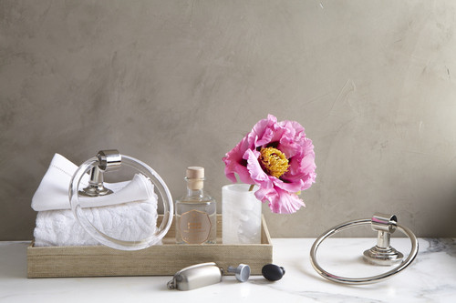 Refresh_your_bath_timeless_materials