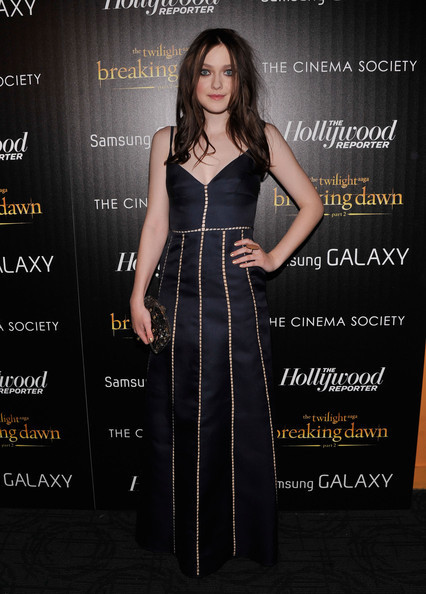 Which 'Twilight' Star Wore Navy Better: Ashley Greene or Dakota Fanning?