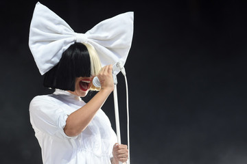 Sia Tweets Her Own Nude Image to Spite Creepy Paparazzi