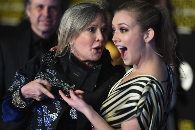 Carrie Fisher Whole Fam Together for Xmas To Honor Debbie's Tradition