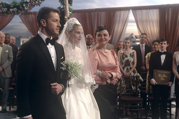 'Once Upon a Time' Musical Episode Will Feature Emma & Hook's Wedding