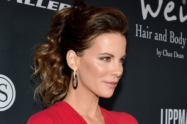 Kate Beckinsale Smolders in Red and Black