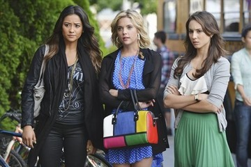 'Pretty Little Liars' New Photos - Mona's Back