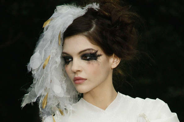 Karl Lagerfeld Makes Bed-Head, Runny Mascara Look Glamorous at Chanel