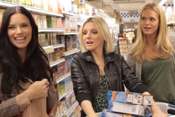Victoria's Secret Angels Adriana Lima & Erin Heatherton Go to the Supermarket [VIDEO]