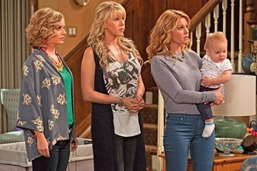Cast Your Friends in 'Fuller House'!
