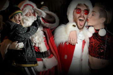 Santa Claus Loves Celebrities