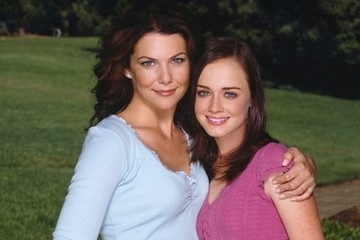 The Cast of 'Gilmore Girls' Is Totally Psyched About the Show's Revival